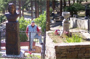graves at boot hill of wild bill and calamity jane