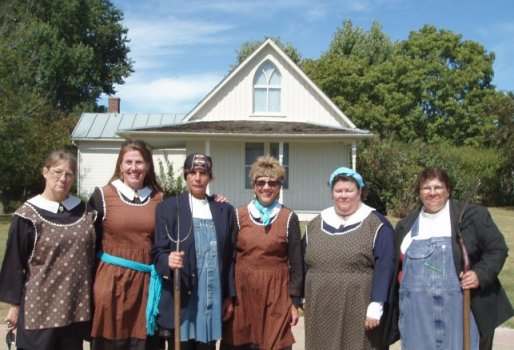Divas Ride To The American Gothic House Biker Chick News