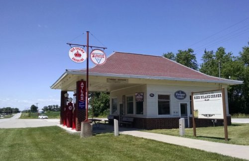 Reed-Niland Corner Gas Station | Biker Chick News